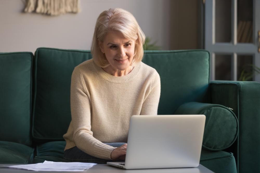 mature women learns online